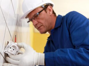 brisbane electrician working